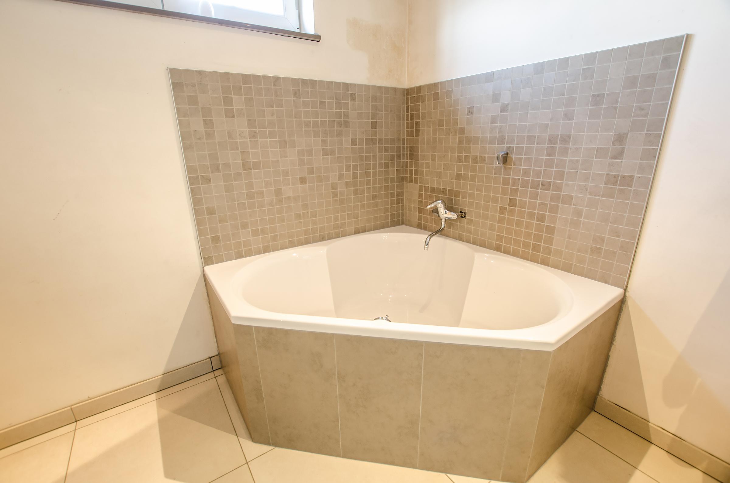 Tegelwerken bij bouwwerken vandewalle lammers te moorslede meer dan 15 jaar ervaring in - Een mooie badkamer ...
